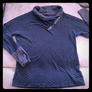 Tops - Columbia sweater